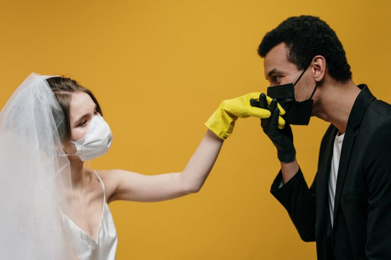 Jak NIE WZIĄĆ ślubu i NIE ZWARIOWAĆ – koronowirus zamiast królewskiego ślubu?